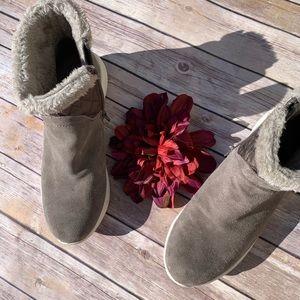 BareTraps winter Boots - Size 9